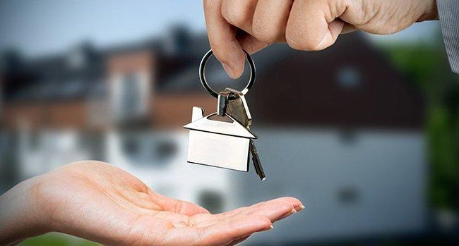 home watch keys in hand